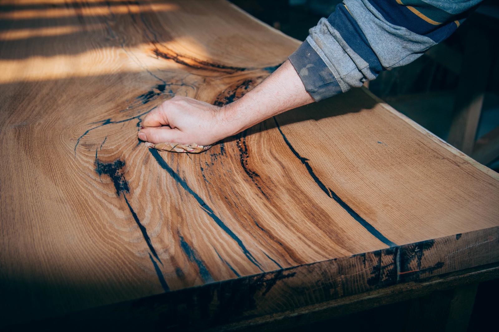 Jak dbać o meble z litego drewna