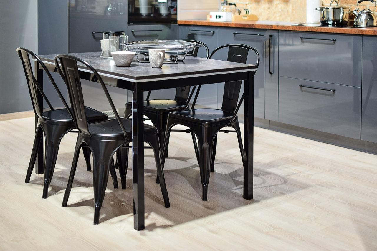 stół i krzesła kuchenne