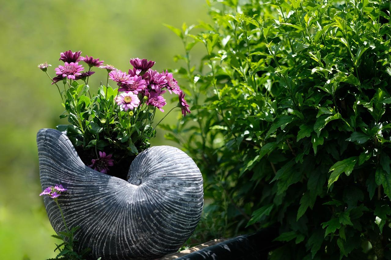 Rzeźby z drewna do ogrodu w stylu beskidzkim