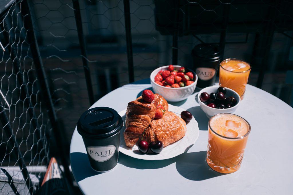 śniadanie w centrum handlowym