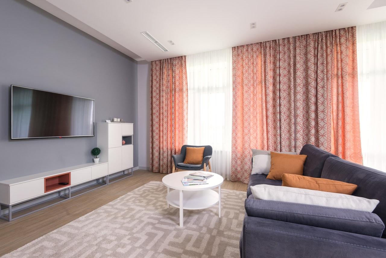 Czy powinniśmy się zdecydować na ubezpieczenie mieszkania online?