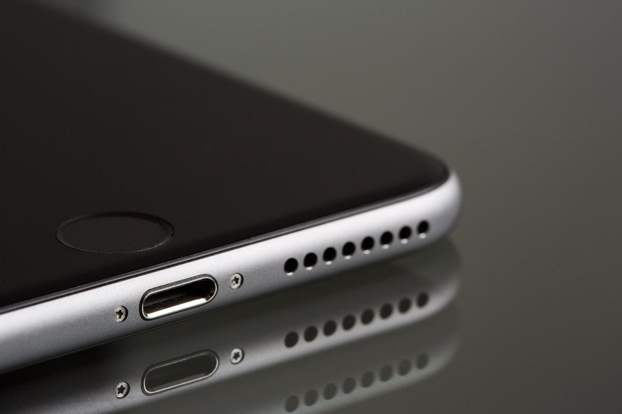 W jaki sposób wybrać sprawdzone na rynku serwisy iPhone?