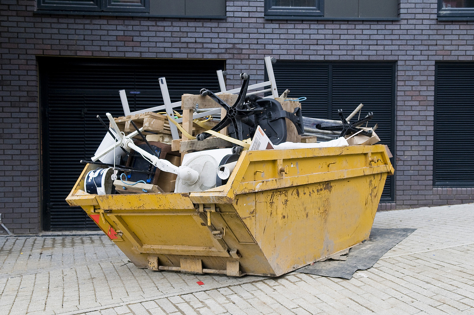 Odpady remontowe i budowlane – jak zamówić kontener na gruz?
